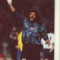 En 1989, Higuita paró cuatro penales y anotó un disparo Foto:Getty Images