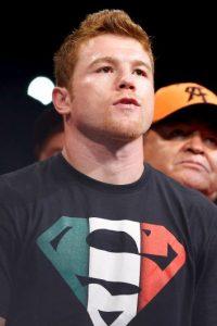 El boxeador mexicano Saúl Álvarez previo a su combate con el cubano Erislandy Lara, el 12 de julio de 2014. Foto:Getty Images