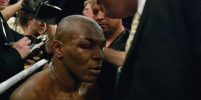 Mike Tyson perdió la batalla ante Lennox en 2002. Foto:Getty Images