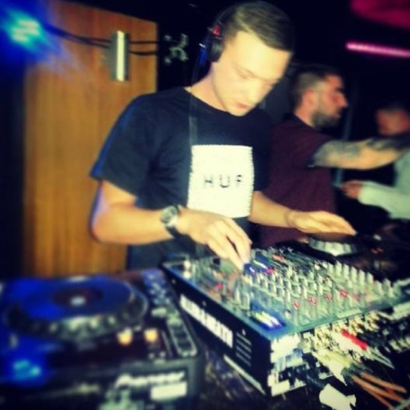 ¿Lo encuentran semejante al DJ Gary? Nicholl Foto:Twitter: @@garynic10
