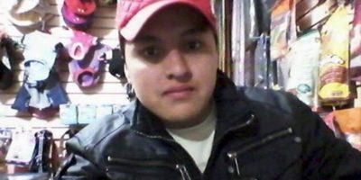 Óscar Aguilar intentó tomarse una selfie con un arma de fuego que se disparó por accidente Foto:Facebook