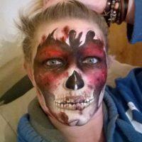 Un monstruo en carne viva Foto:Facebook/The Painting Lady
