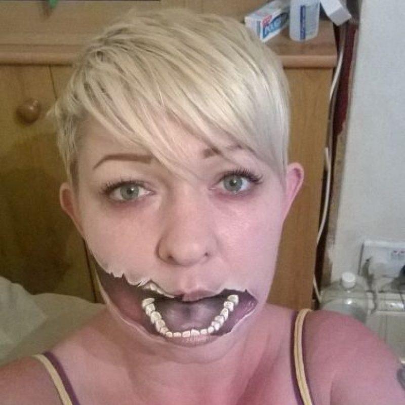 Esta mujer puede deformar su rostro con un poco de maquillaje Foto:Facebook/The Painting Lady