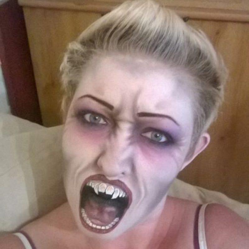 Otra especie de vampiro Foto:Facebook/The Painting Lady