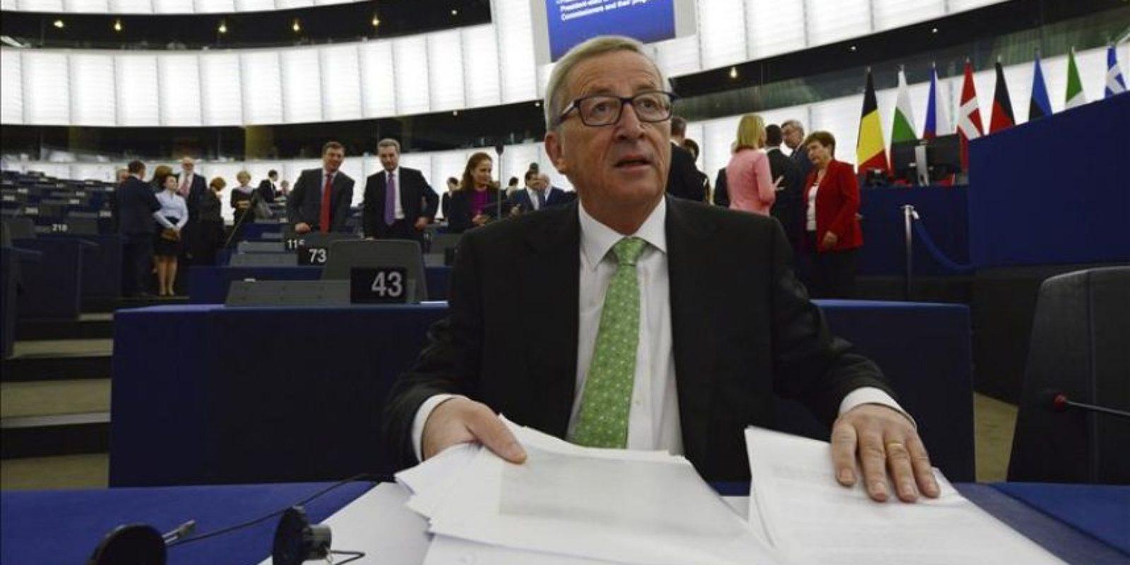 El presidente electo de la Comisión Europea (CE), Jean-Claude Juncker, prepara su discurso antes del inicio del pleno en el Parlamento Europeo en Estrasburgo (Francia). EFE