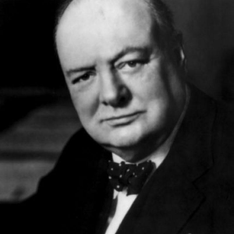 """Sobre su enfermedad, Winston Churchill mencionó: """"Se debe dormir en algún momento entre el almuerzo y la cena… Te dan dos días en uno"""". Foto:Wikipedia"""