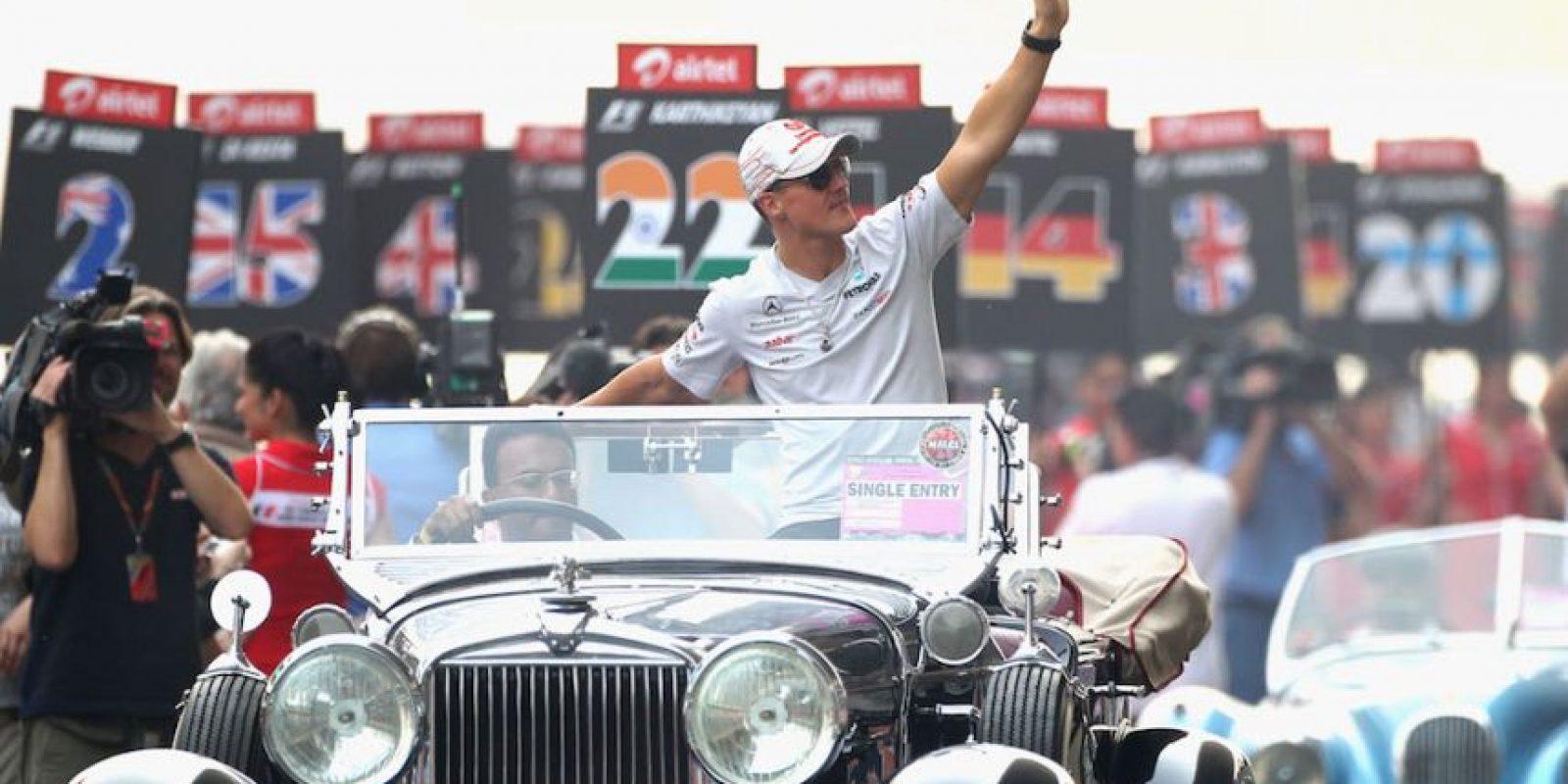 Saludando a los aficionados en un automóvil convertible. Foto:Getty Images