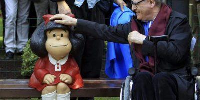 El humorista gráfico Joaquín Salvador Lavado Tejón, Quino, Premio Príncipe de Asturias de Comunicación y Humanidades, inauguró hoy en el Parque de San Francisco de Oviedo la segunda escultura oficial de Mafalda tras la instalada en el barrio de San Telmo de Buenos Aires. EFE