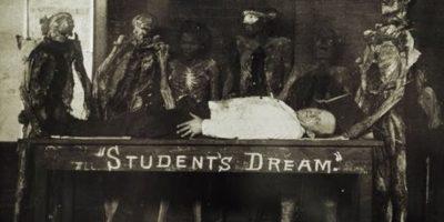 """Algunas casas son """"embrujadas"""" por fantasmas Foto:Smosh.com"""