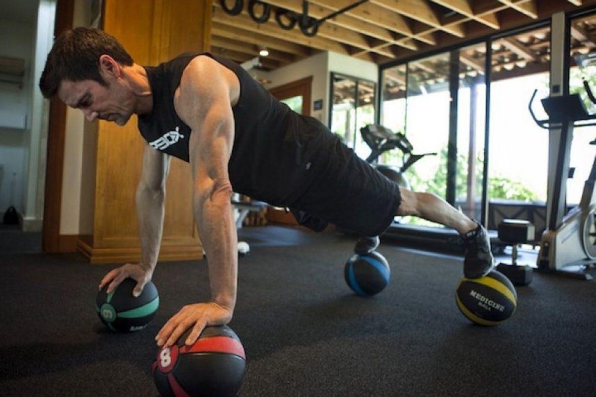 Contras: Necesitas pesas, bandas y barras, el trabajo es mayor a los 45 minutos Foto:Facebook: P90X