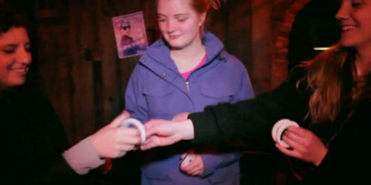 """Crean pulsera que ayuda a """"sobrevivir"""" a una borrachera"""