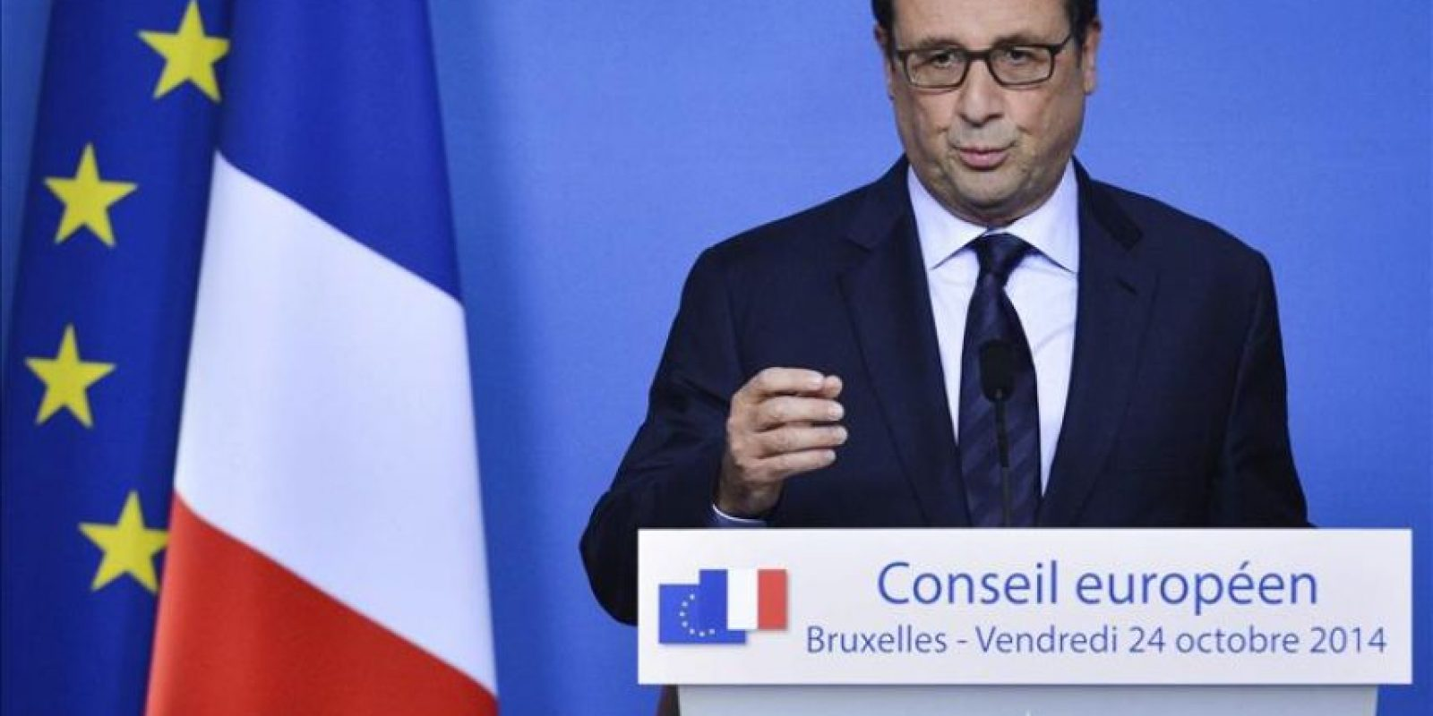 El presidente francés, FranÇois Hollande, durante una rueda de prensa tras participar en una cumbre de líderes de la UE en la sede del Consejo Europeo en Bruselas, bélgica, hoy, viernes 24 de octubre de 2014. EFE