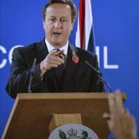 El primer ministro británico, David Cameron, durante una rueda de prensa tras participar en una cumbre de líderes de la UE en la sede del Consejo Europeo en Bruselas, bélgica, hoy, viernes 24 de octubre de 2014. Cameron aseguró hoy que no pagará en diciembre los más de 2.000 millones de euros que exige la Unión Europea al Reino Unido ante la mejora de su economía y para que se ajuste así al presupuesto comunitario. EFE