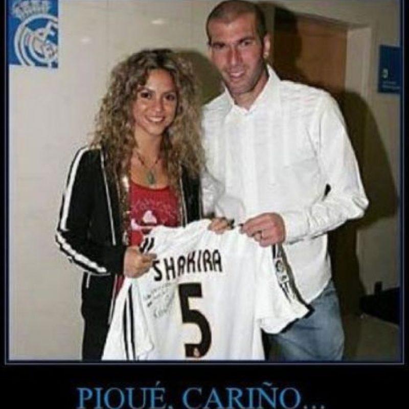 """Ahora se burlan de Shakira con un meme """"diciéndole"""" a Piqué que no es lo que parece. Foto:TwitterGetty Images"""