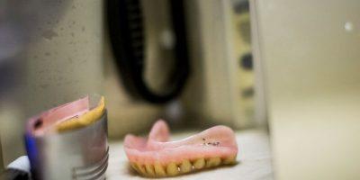 Unas encías que constantemente sangran podrían padecer gingivitis. Foto:Getty Images