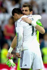 A los vestuarios junto a Casillas Foto:Getty Images
