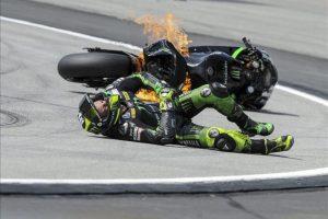 El piloto español de MotoGP Pol Espargaró tras sufrir una caída durante los entrenamientos de hoy en el circuito de Sepang (Malasia). EFE