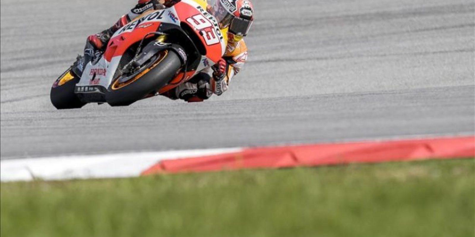 El piloto de MotoGP Marc Marquez, durante los entrenamientos de hoy del circuito de Sepang (Malasia). EFE
