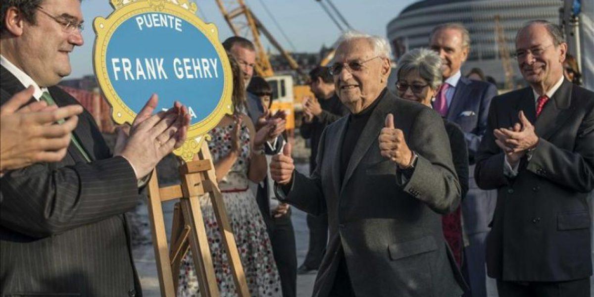 Gehry apadrina un puente en Bilbao, la ciudad de su famoso Museo Guggenheim