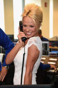 El pasado jueves un hombre intentó incendiar la habitación de hotel que ocupaba Pamela Anderson. Foto:Getty Images