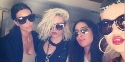 Kim y su hermana Khloe durante el vuelo Foto:Instagram @khloekardashian