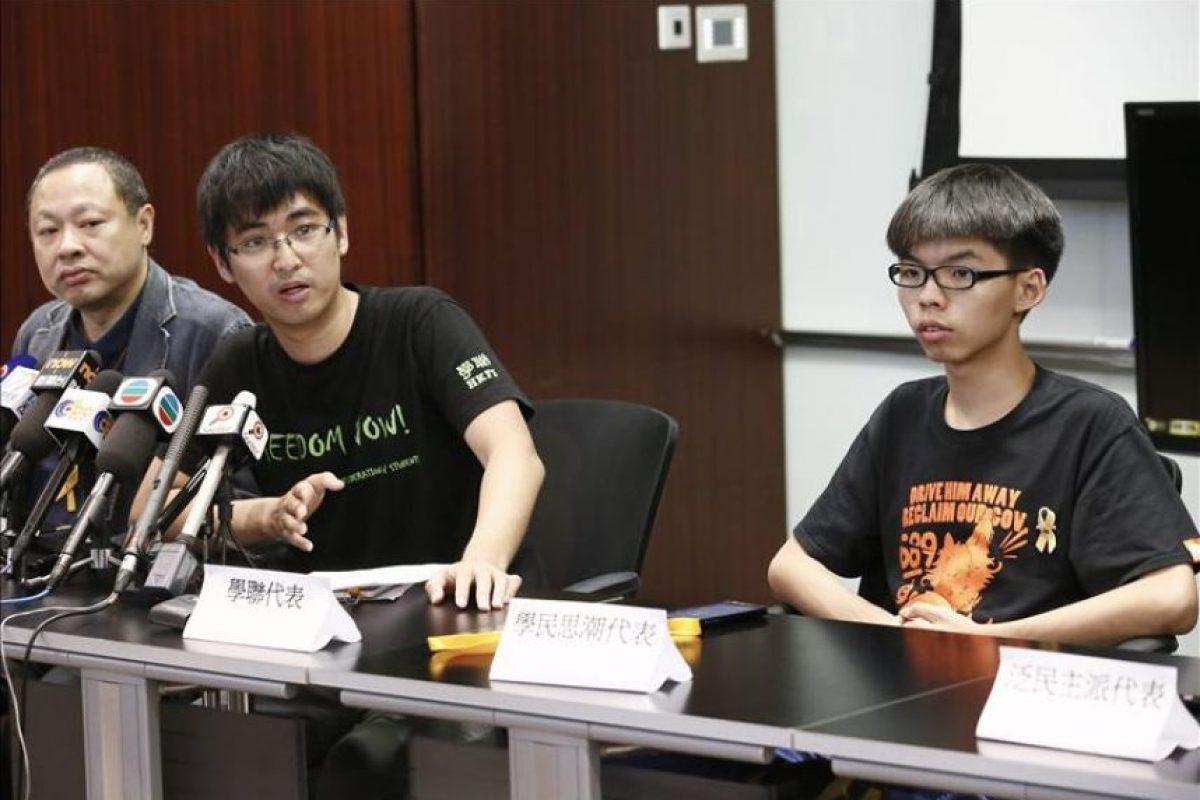 Los líderes pro-democracia Benny Tai, Alex Chow y Joshua Wong (i-d), hoy en rueda de prensa en Hong Kong. EFE