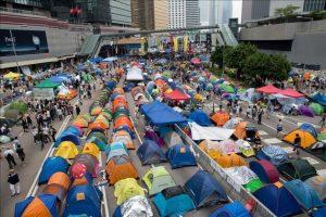 Los organizadores de las protestas a favor de la democracia de Hong Kong cancelaron hoy de forma inesperada la votación popular prevista para decidir el futuro del movimiento, alegando diferencias internas. EFE