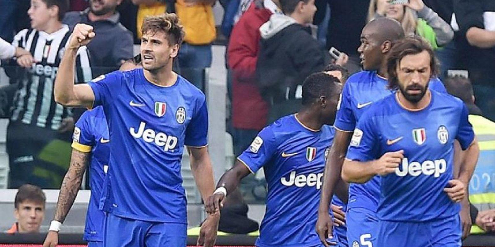El delantero español del Juventus Fernando Llorente celebra (i) con sus compañeros el gol, el segundo de su equipo en el partido de la Serie A que han jugado Juventus FC y US Palermo en el Juventus Stadium de Turín, Italia. EFE/EPA/DI MARCO