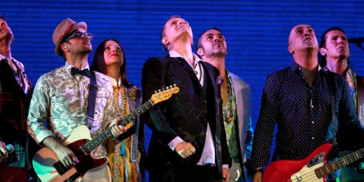 Fotos: Miguel Bosé besa en la boca a su guitarrista en pleno concierto