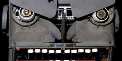 No, no es la cara de un robot, es una máquina de escribir antigua. Foto:Reproducción.