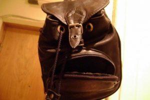 Creo que esa maleta le quiere decir algo… Foto:Reproducción.