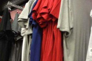 ¿A usted también lo miran mal esas camisetas? Foto:Reproducción.