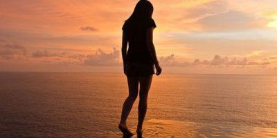 De este modo, si mejoramos nuestra postura al caminar, podremos también influir en la forma en la que nos sentimos. Foto:Getty Images