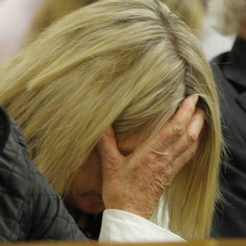 Steenkamp llorando durante una de las audiencias del caso Pistorius. Foto:Getty Images