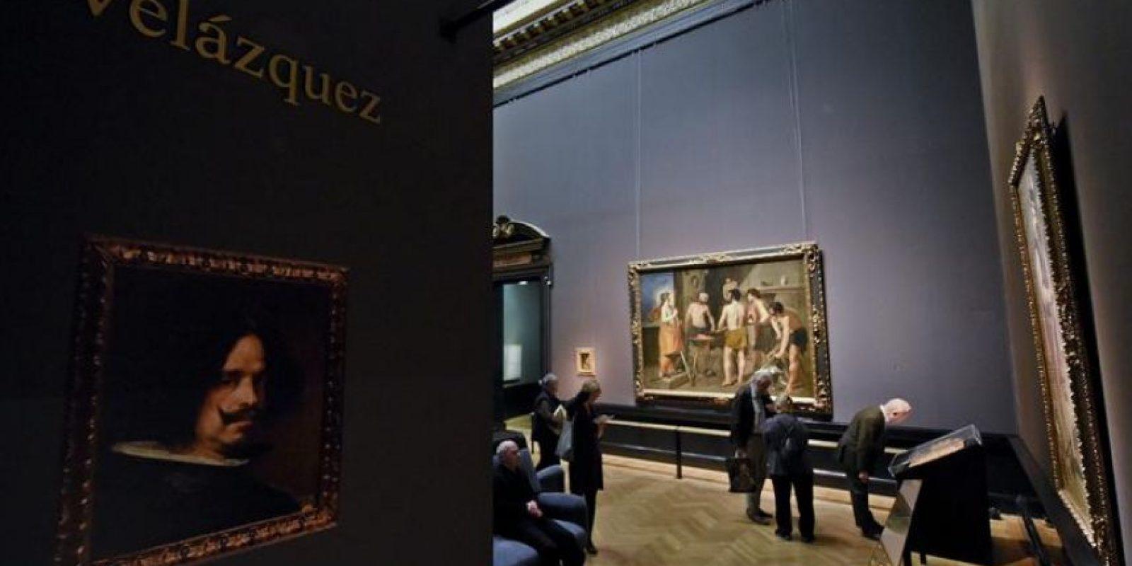 """La obra """"La Fragua de Vulcano"""" (1630) del artista español Diego Velazquez es expuesta en la muestra dedicada al pintor en el museo Kunsthistorisches en Viena (Austria) hoy, lunes 27 de octubre de 2014. EFE"""