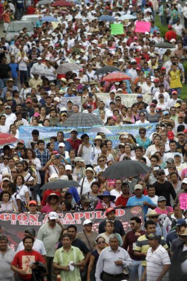 De igual forma, se han realizado multitudinarias manifestaciones en las que reclaman se diga el paradero de los 43 estudiantes. Foto:AFP
