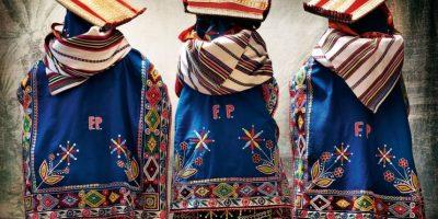 Allí recopiló, en forma de editorial, los trajes de los cholos Foto:Mario Testino