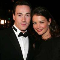 Chris Klein y Katie Holmes. En 2004 la pareja lucia muy feliz. Ella luego se encontró con el que fuera su amor platónico Tom Cruise y se casó con él. Foto:Getty Images