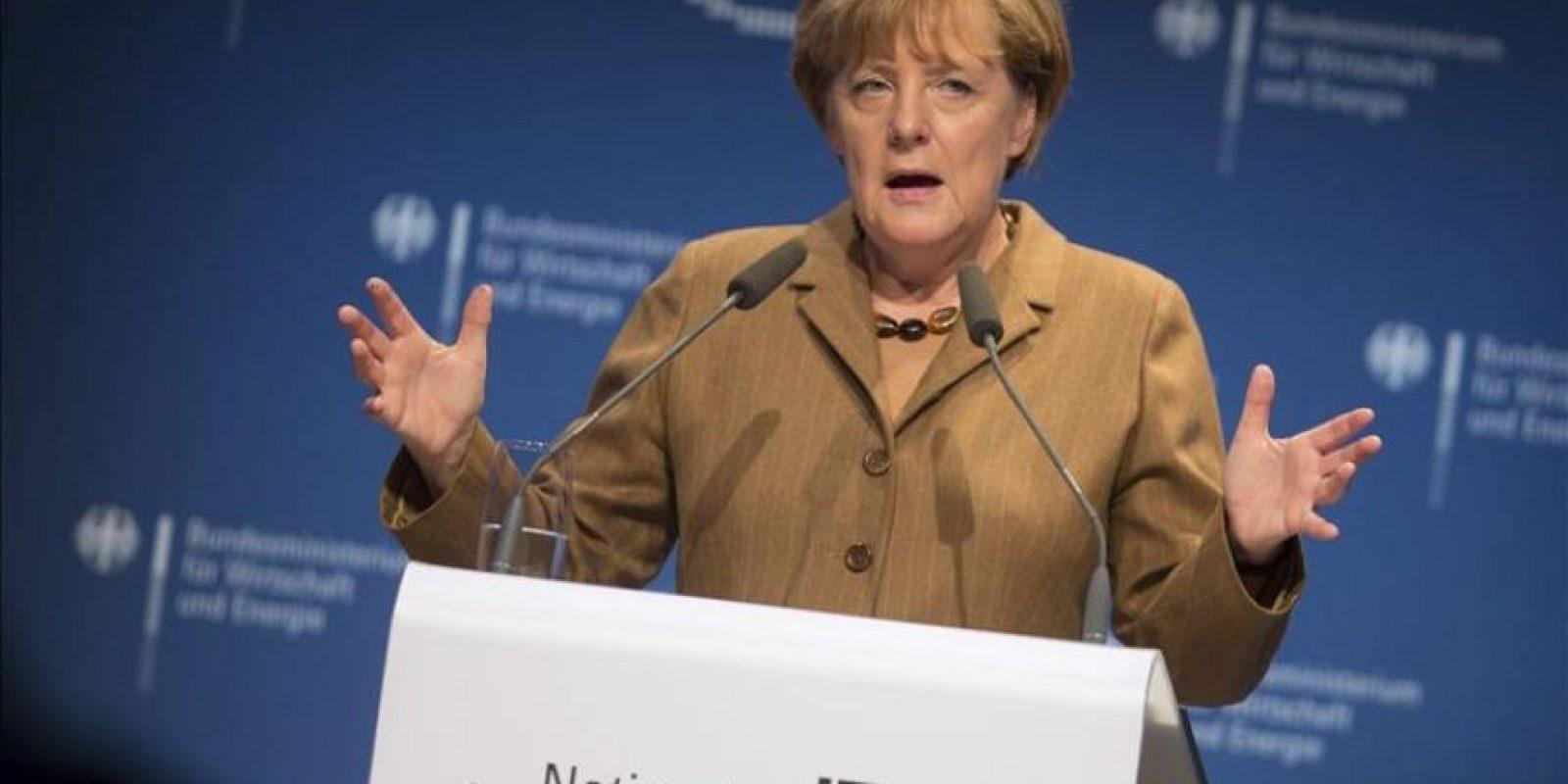 """La canciller alemana, Angela Merkel, pronuncia su discurso durante la reunión """"IT Summit"""" que se celebra en Hamburgo (Alemania). EFE/Archivo"""