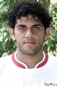 Dani Alves jugó por primera vez en el fútbol profesional con el Esporte Clube Bahía de Brasil, un año después de mudó al Sevilla de España Foto:Getty