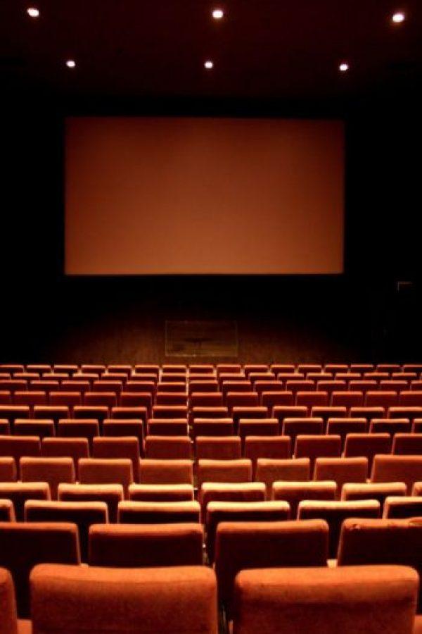 """La instalación del """"cine en casa"""" tiene un costo de 35 mil dólares (esta se realiza por empresas como """"Prima Cinema"""". La compra de un estreno tiene un valor de 500 dólares. Foto:Wikimedia"""