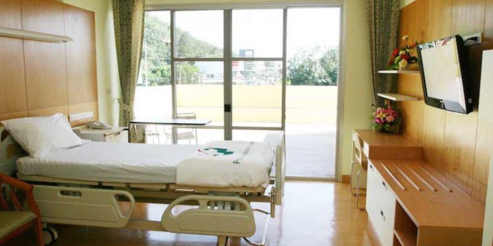 Una habitación de sus mansiones puede ser acondicionada con enfermeras y médicos que trabajarán para un solo paciente. Foto:Wikimedia