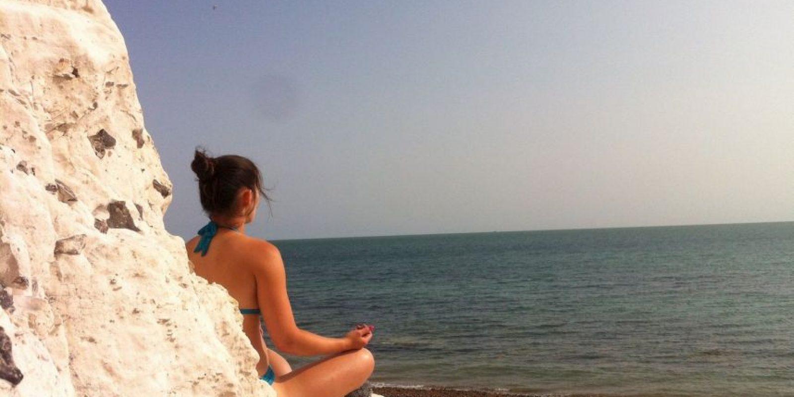 El Jivamukti yoga se caracteriza por los cantos en sánscrito, la música, las asanas (posturas de yoga) de acuerdo con secuencias especificas y vinyasas (sincronizacion del movimiento con la respiración). Foto:Facebook/Christina Chong