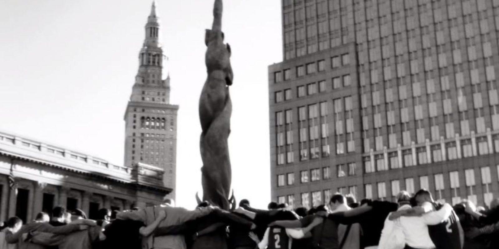 Hasta que toda la ciudad está abrazada Foto:Youtube: Nike Basketball
