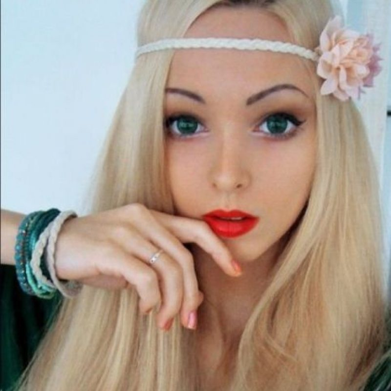 Valeria Lyukanova: Es de Ucrania, tiene 28 años y es el clon de Barbie más popular en redes sociales. La modelo se ha sometido al bisturí y al retoque en photoshop para obtener esa apariencia de muñeca. Ha dado mucho de que hablar, por su supuesta dieta a base de aire y luz del sol. Foto:Facebook/Valeria Lyukanova