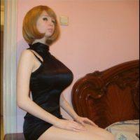 Lolita Richi: La rusa se ha sometido en diferentes operaciones que le ayuden a completar su look como una Barbie humana, en sus fotos se puede ver el trabajo que hace con el maquillaje y vestuario para simular las tantas facetas de la muñeca de juguete. Foto:Facebook/Lolita Richi