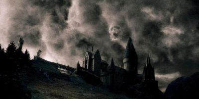 La marca tenebrosa, distintiva de los mortifagos. Foto:Warner Bros.