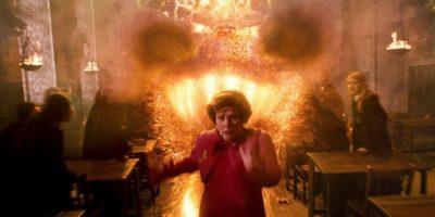 De esta forma huyó cuando los hermanos Weasley le hicieron una broma durante el quinto libro de la saga. Foto:Warner Bros.