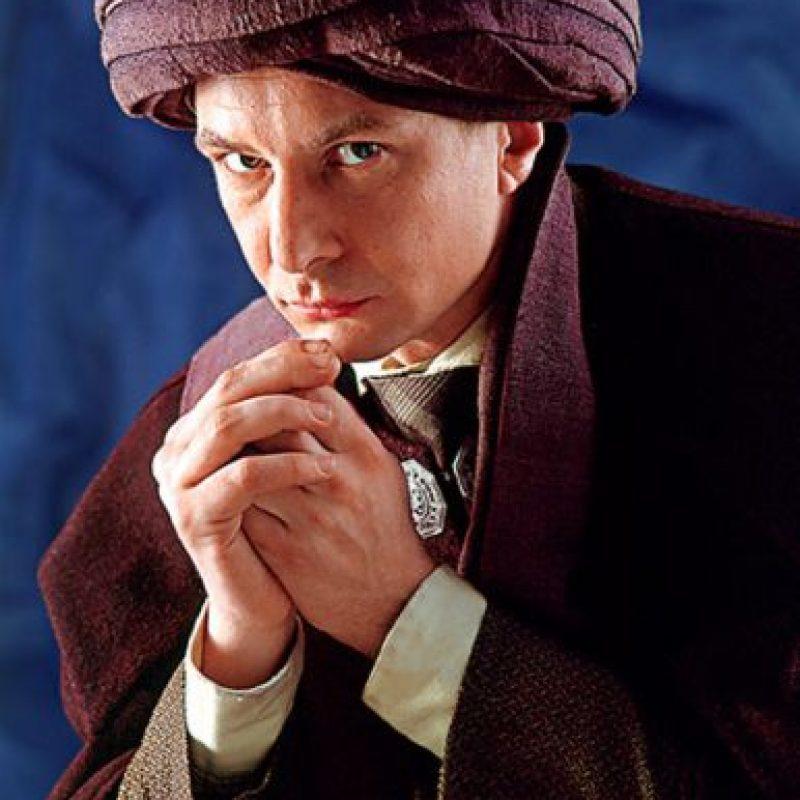 Voldemort utilizaó el cuerpo del profesor Quirrell para sobrevivir. Foto:Warner Bros.