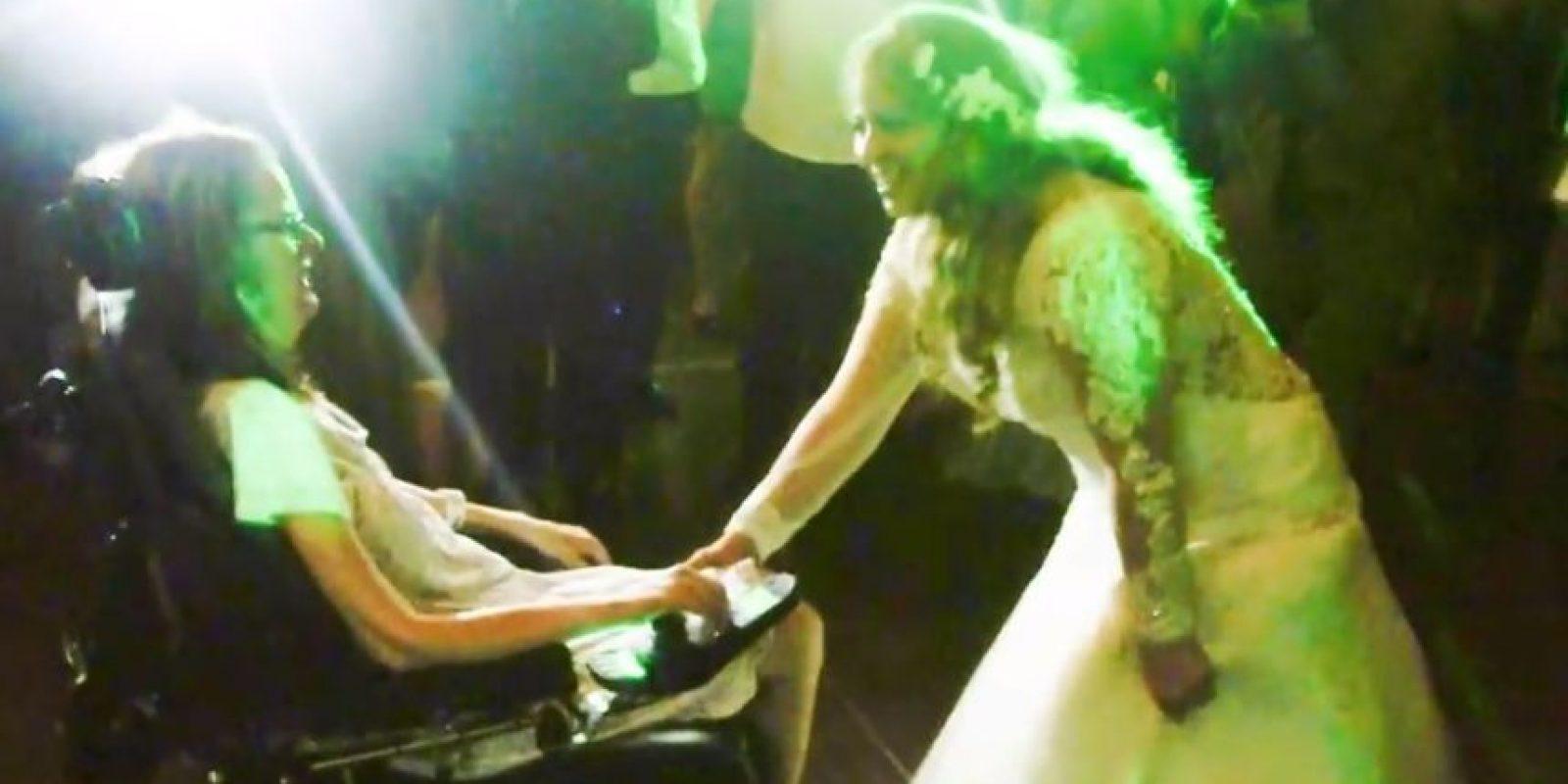 Y así, bailaron en medio de los invitados Foto:Reuben Castro/Youtube Anthony Carbajal